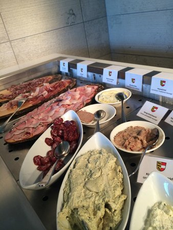 Holiday Inn Villach: Great intoduction to local culinary delicacies at breakfast!