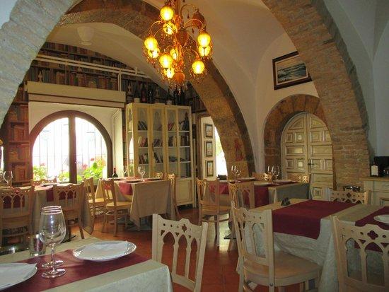 Davallada 9 Restaurante Cafeteria: Comedor, no es muy grande, pocas mesas, pero acojedor