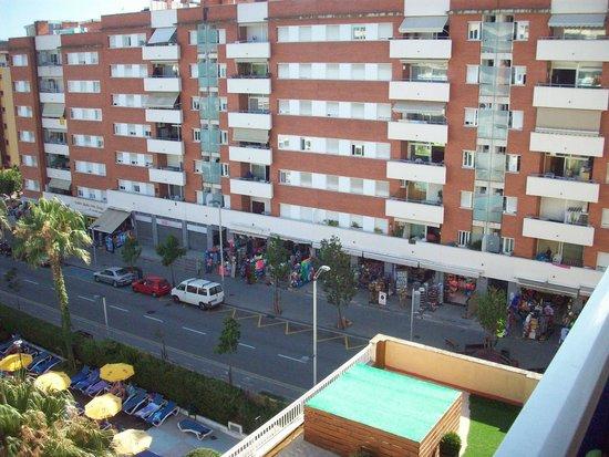 GHT Oasis Park & SPA: rue parallèle hôtel