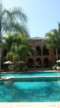 Palais Aziza & Spa: La piscina e l'edificio con le camere