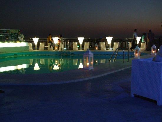 AC Hotel Malaga Palacio: roof terrace pool in the evening