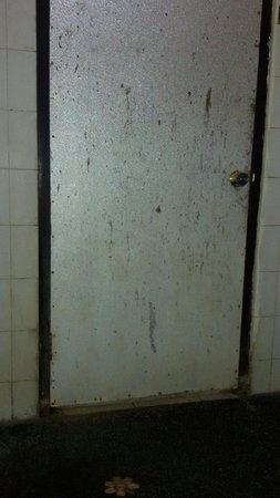 Dewi Ayu Accomodation: Salle de bain