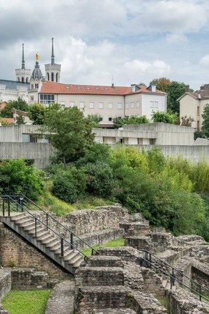 Museum of Gallo-Roman Civilization: Le musée dans la colline de Fourvière
