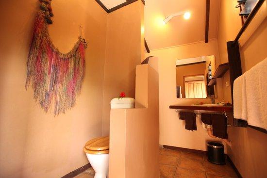 Fatumaru Lodge: studio bathroom