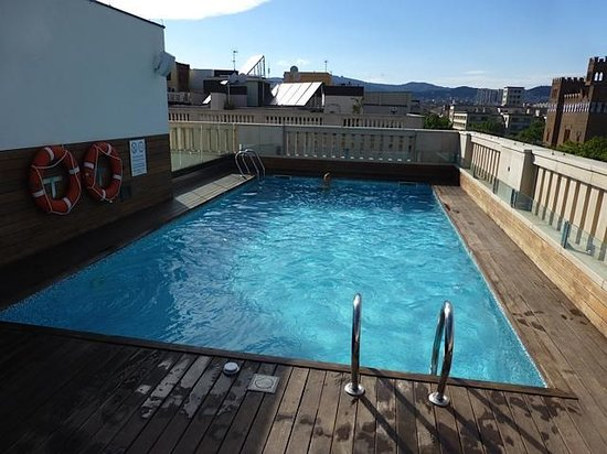 K+K Hotel Picasso: Swimming pool on the roof