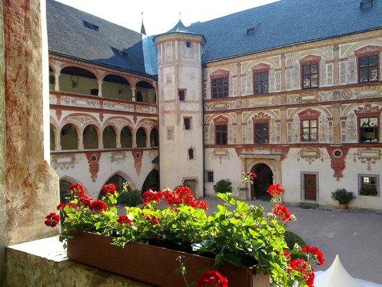 Jenbach, Østerrike: PATIO INTERIOR