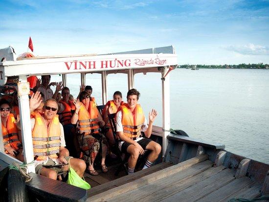 Vinh Hung Riverside Resort: Free Sunset Boat Excursion