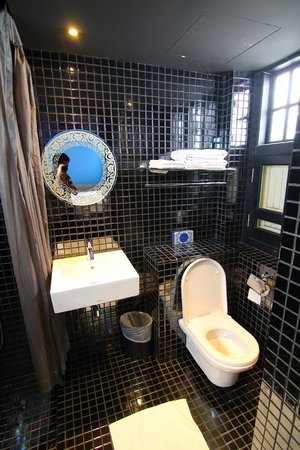 The Porcelain Hotel : ห้องน้ำ