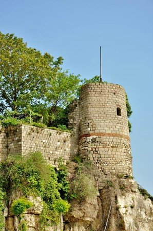 Amasra, Tyrkia: One of the towers of the castle