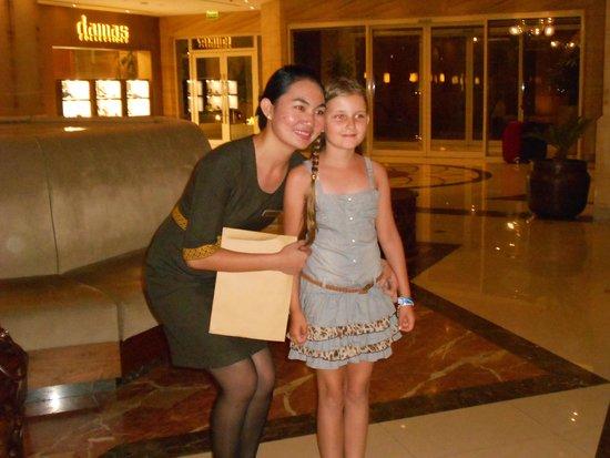 Hilton Al Hamra Beach & Golf Resort: Elena Servicebereich