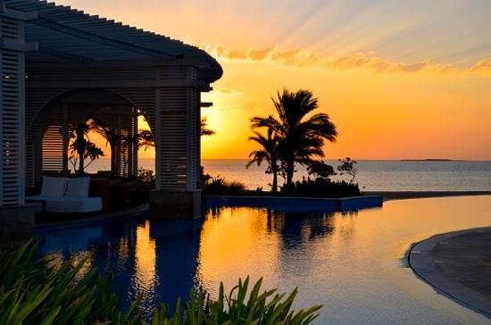 Baron Palace Sahl Hasheesh : infinity pool, lounge og resturang.