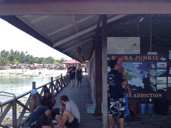 Scuba Junkie Mabul Beach Resort: Jetty