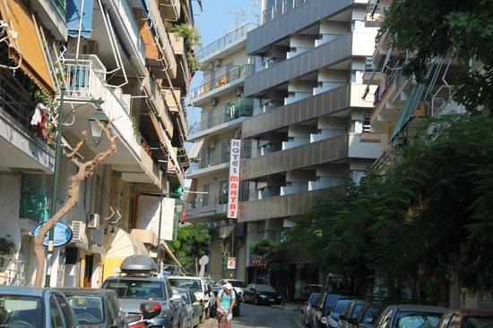 Mantas Hotel: Вид отеля с улицы