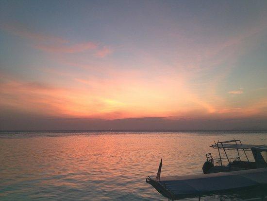 Scuba Junkie Mabul Beach Resort : Sunset