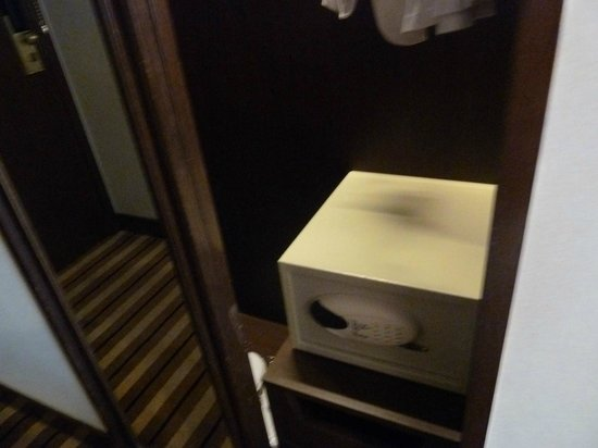 Metropark Park Hotel Kowloon : Safety box