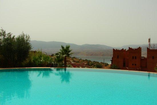Widiane Suites & Spa: Vue depuis la piscine du haut