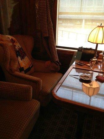 Institut du Monde Arabe: Luxury inside the carriages