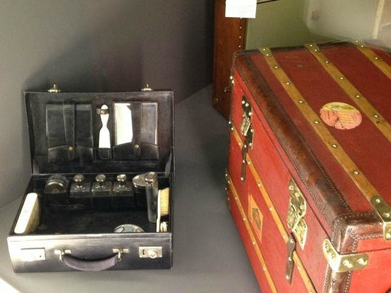 Institut du Monde Arabe: Old trunks from passengers from the Orient Express
