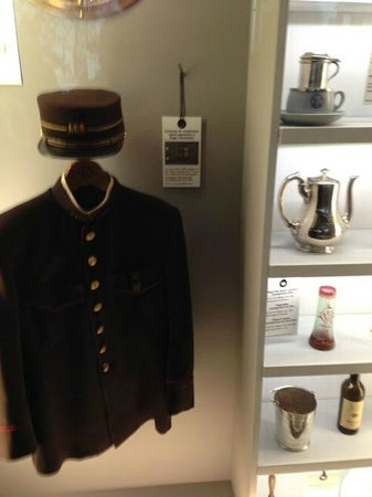 Institut du Monde Arabe: Uniform from employees of the Wagon-Lits company