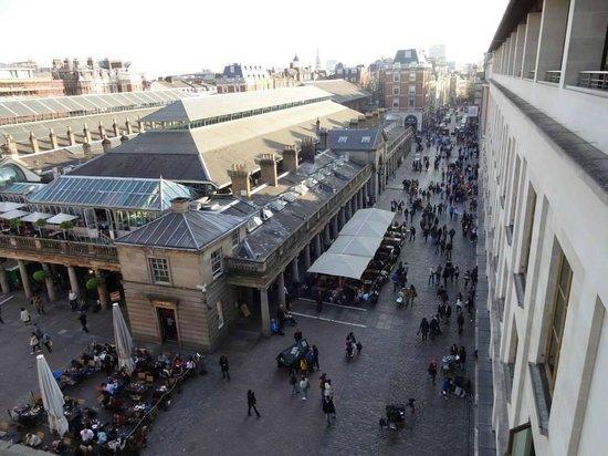 Amphitheatre Restaurant: вид на площадь