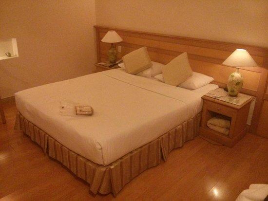 Oscar Saigon Hotel: Bed