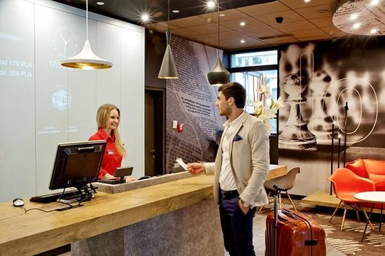 ibis Krakow Centrum: Recepcja / Front office