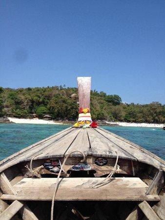 Viking Natures Resort : Vue sur les plages de l hôtel depuis un longtailboat