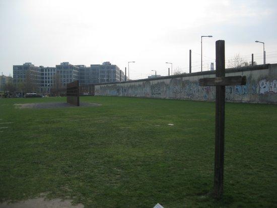 Memorial of the Berlin Wall : Wall segments