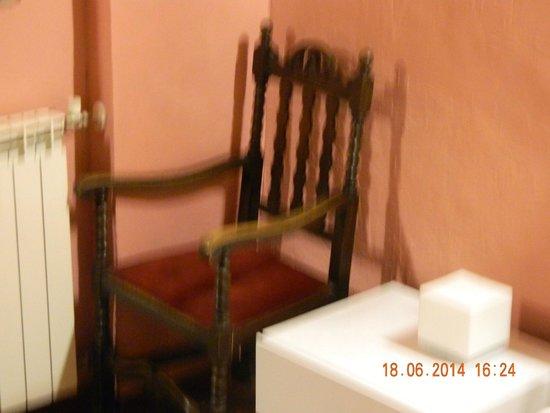 Hotel Trevi : Старинная мебель