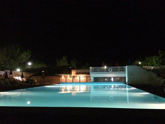 Porto Giardino Resort: la piscina di notte