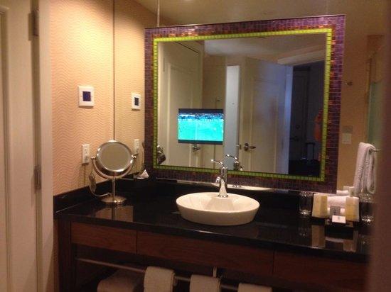 Caesars Palace: Forum Tower Deluxe Bathroom