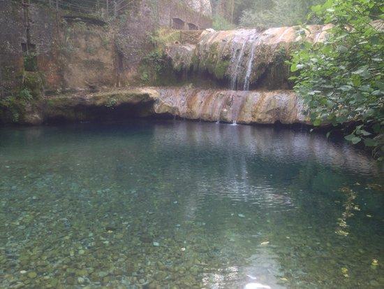 Il ponte e la cascata foto de cascate capelli di venere casaletto spartano tripadvisor - Cascate in italia dove fare il bagno ...