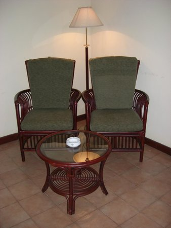 Tamarind Tree Hotel : Old style chairs