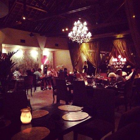 Sarong Restaurant : Dining