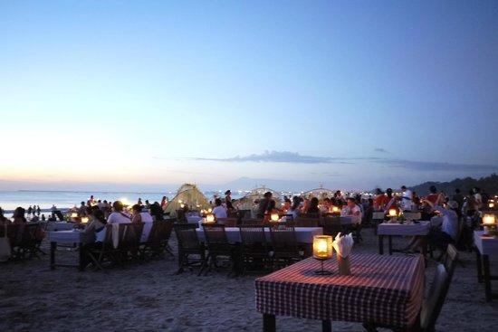 Keraton Jimbaran Beach Resort: Un warung