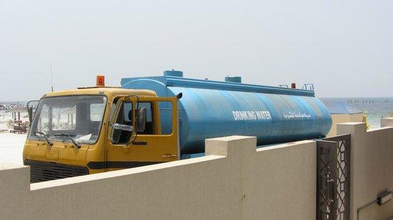 Ajman Saray, A Luxury Collection Resort : Доставка питьевой воды