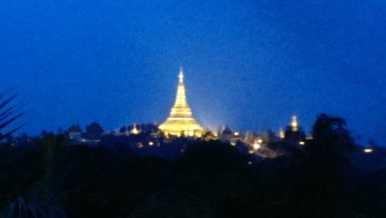 The Kandawgyi Palace Hotel : Schwedagon Pagoda at night