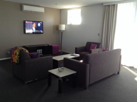 Meriton Suites Broadbeach: The sitting room