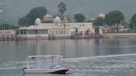 Taj Lake Palace Udaipur: frm the dock
