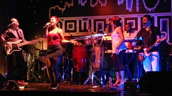 InterContinental Regency Bahrain: Live Band in the Downtown Nightclub