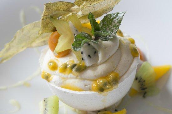 La Bagatelle: Coque meringue