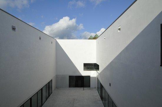 LWL-Museum für Kunst und Kultur: Blick in den Patio. Foto: LWL/EDK