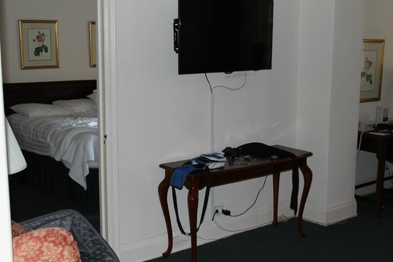 Salisbury Hotel: tv led zona living