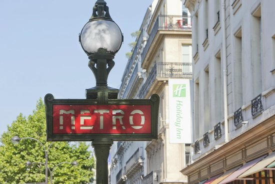 Holiday Inn Paris Opera-Grands Boulevards: Front of the Hotel