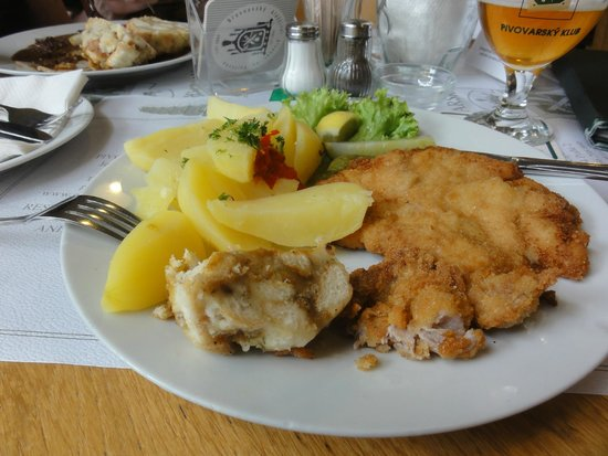 Pivovarsky klub : Delicious schnitzel with potatoes