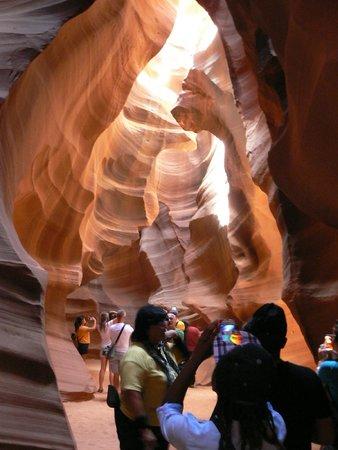 Overland Canyon Tours : début du trajet avec la guide dans Upper Antelope Canyon
