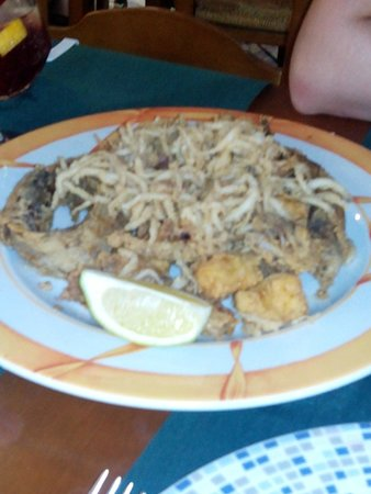 Marina Sur Hotel: Pescaito en el Paseo Maritimo, 3 minutos andando