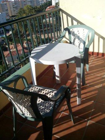 Marina Sur Hotel: Terraza muy bien situada (a cambiar picaportes oxidados, por favor)