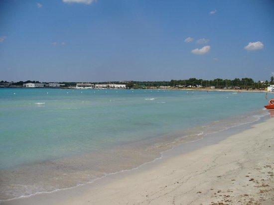 La spiaggia di Sant'Isidoro - Bild von Blu Salento Village ...