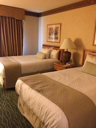 Embassy Suites by Hilton Raleigh - Durham/Research Triangle: Beds are Very Comfy